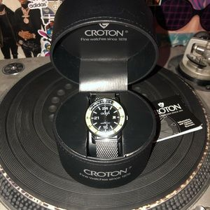 NWOT Croton watch